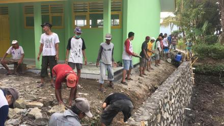 Kerjabakti Bangket Kolam Warga Sareyan Rt.03 dan Rt.04